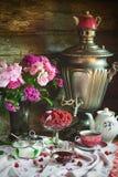 Herbaciany przyjęcie z samowarem, malinką i dżemem, Zdjęcia Stock