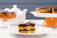Herbaciany stół z teaware, niskiego callorie dyniowym deserem i homemad, Obrazy Stock