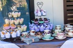 Herbacianych filiżanek Muffins Świeży świętowanie Obrazy Royalty Free