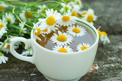 Herbal tea of a chamomile flowers Royalty Free Stock Photos