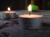 Herbat lekkie świeczki Zaświecali z kroplami rosa na stronach Zdjęcie Royalty Free