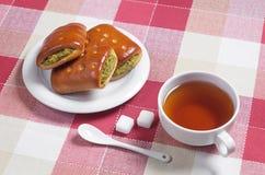 Herbata i ciasto z plombowaniem Zdjęcia Royalty Free
