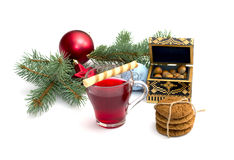 Herbata, iglasta gałąź z nowy rok scenerią i szkatuła z, Zdjęcia Stock