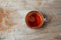 herbata na starym drewnianym stole Obrazy Stock