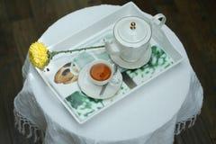 Herbata na tacy Zdjęcia Stock