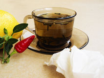 Herbata, pieprze, cytryn naturalni remedia vs pigułki Zdjęcie Stock
