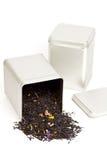 Herbata rozlewa z herbacianego pudełka Obrazy Royalty Free