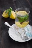 Herbata z cytryną, imbirem i mennicą, Zdjęcia Royalty Free