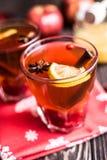 Herbata z cytryną i miodem na drewnianym tle Obrazy Royalty Free