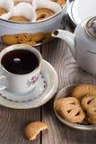 Herbata z Duńskimi maseł ciastkami fotografia stock
