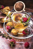 Herbata z malinkami Zdjęcia Royalty Free