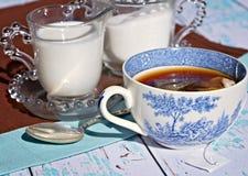 Herbata z mlekiem i cukierem Fotografia Stock