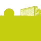 Herbe et terrain de football avec le football Images stock