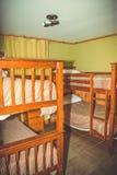 Herberge, kleiner Raum, Etagenbetten stockfotos