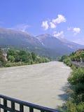 Herbergenrivier en alpen, Innsbruck, Oostenrijk Royalty-vrije Stock Foto's