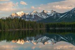 Herbert Lake, Canada Stock Foto's