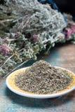 Herbes de Провансаль, смесь высушенных рассматриваемых трав типичными области Провансали, смесей часто содержит смачное, майоран, стоковые изображения rf