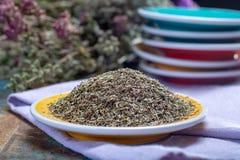 Herbes de Провансаль, смесь высушенных трав учитывало типичный  стоковые изображения rf