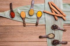 Herbes de mélange sur la feuille en bambou Image stock
