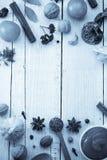 Herbes et épices sur le bois Image stock