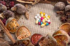 Herbes et concept de pilules jpg Image stock