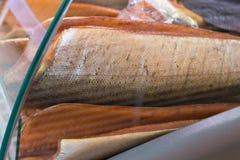 Herbes gastronomes fraîches rouges de poissons et de caviar image stock