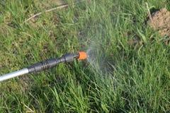 Herbicida de pulverização do bocal do manual do pulverizador fotos de stock