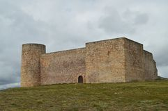 Herbouwd die Kasteel van de Eerste Eeuw volkomen in het Dorp van Medinaceli wordt bewaard Architectuur, Geschiedenis, Reis stock foto's