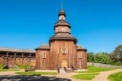Herbouwde houten kerk in Baturyn-citadel, de Oekraïne Stock Foto
