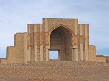 Herbouwde poort van oude stad kunya-Urgench Stock Foto's
