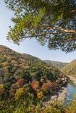 Herbst in Arashiyama, Kyoto, Japan Lizenzfreies Stockfoto