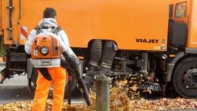 Herbst Arbeitskraft und Traktor Stockbilder