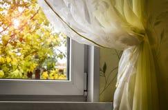 Herbst außerhalb des Fensters stockfoto