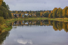 Herbst Auf dem Fluss Mologa Stockfotos