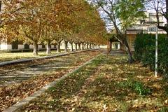 Herbst an einer alten Bahnstation Lizenzfreie Stockfotos
