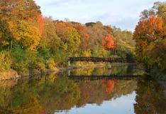 Herbst-Fluss Stockfotografie