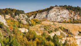 Herbst im alten Steinbruch Stockbilder