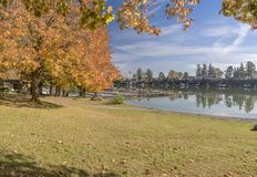 Herbst im blauen Seepark Fairview Oregon Lizenzfreies Stockbild