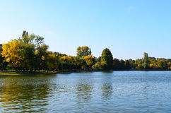 Herbst im Stadtpark lizenzfreie stockfotografie