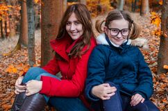 Herbst mit Familie lizenzfreie stockfotos