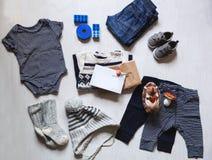 Herbst oder Winter children& x27; s-Ausstattungskleidung Stockbild
