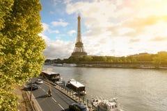 Herbst in Paris, die Seine Damm stockbild