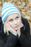 Herbst-Portrait der jungen Frau stockfoto
