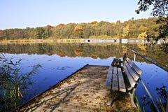 Herbst - Ruhe in dem mirrorlike See Stockbilder