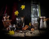Herbst-Tasse Kaffee stockbild