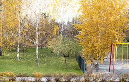 Herbst und Spielplatz Stockbild