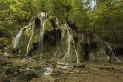 Herbst am Wasserfall Lizenzfreie Stockfotografie