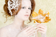 Herbst zum Winterfrauenkonzept Stockfotos