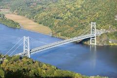 Herbstansicht übersehen in 1300 Fuß von Bear Mountain-Brücke und Hudson Valley und Fluss am Bear Mountain-Nationalpark, New York Stockfotografie