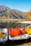 Herbstansicht des Sees von lizenzfreies stockfoto